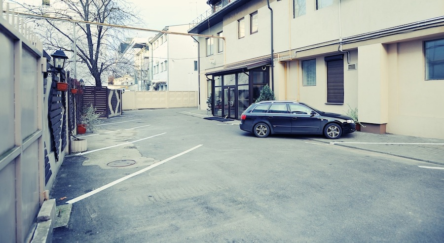 free car parking in vilnius hotel LT